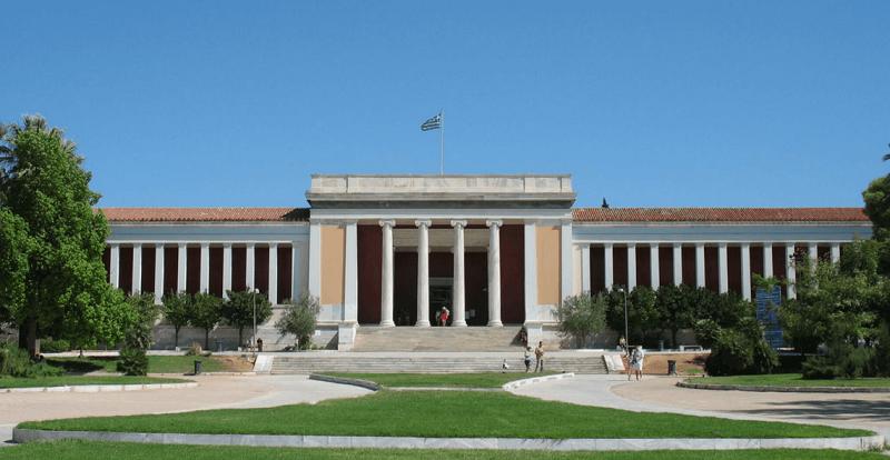 Entrada do Museu Arqueológico de Atenas